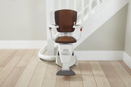 Flow stairlift for curved stairs, from Access BDD